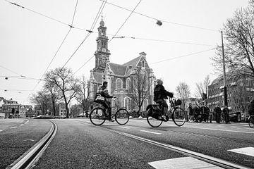 Typische stadsgezicht Westerkerk in Amsterdam op een grijze dag! van Jeroen Somers