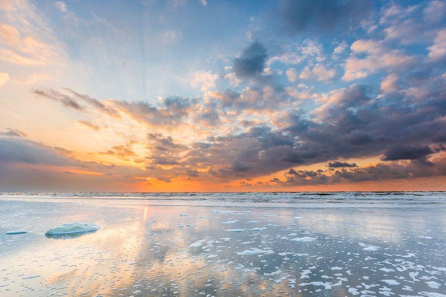 Zonsondergang Noordzeestrand Terschelling van Jurjen Veerman