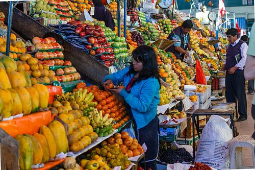 Markt in Arequipa, Peru Zuid Amerika van Martin Stevens
