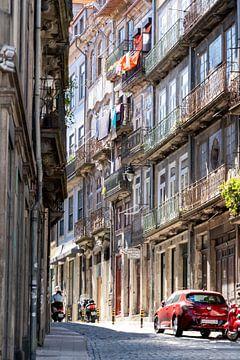 Straatje in Porto van The Book of Wandering