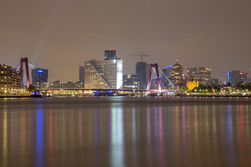 Willemsbrug en Willemswerf in de avond van Guido Akster