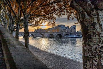 Pont Neuf en La Conciergerie bij zonsopgang van Rene Siebring