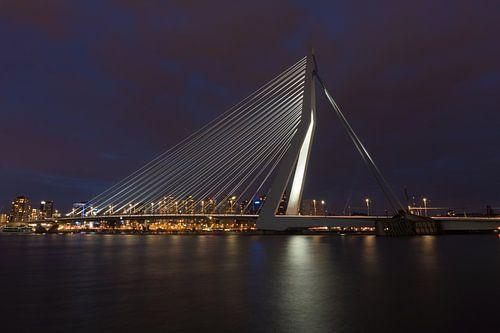 Rotterdam Erasmusbrug bij nacht van