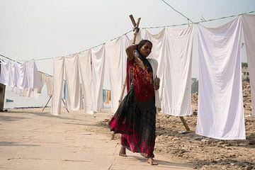 India vrouw met was van Annet van Esch