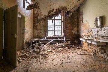 Eingestürzte Decke in verlassener Fabrik sur Roman Robroek