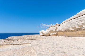 Rotsen van zout in Malta van Manon Verijdt