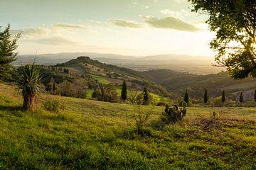 Zonsondergang Toscane in Italië van Ron Smit