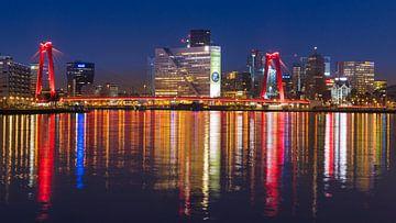 Willemsbrug in Rotterdam voor zonsopgang van Kimo Grashuis