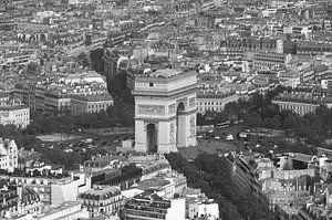 De Arc de Triomphe in Parijs vanaf de Eiffeltoren