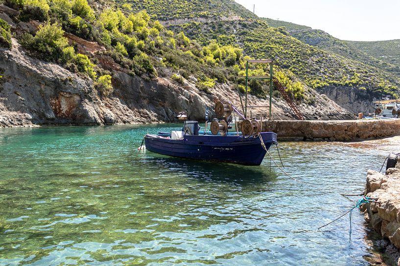Oud griekse visserboot van Dennis Kluytmans