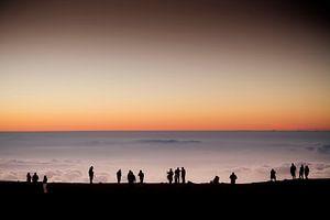 Zonsondergang op een vulkaan van