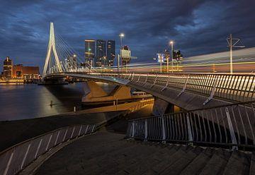 Erasmusbrug met verkeer - Rotterdam van Paul De Kinder