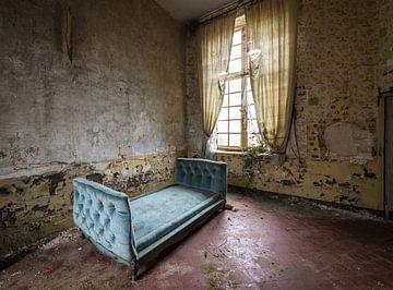 Antikes blaues Bett von Inge van den Brande