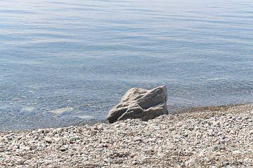steen aan de kust lake Baikel von Robert Lotman