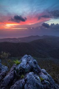 Zonsondergang boven op de Christoffelberg