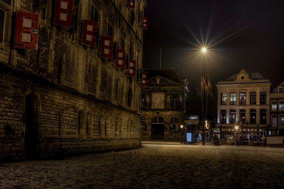 De waag en het stadhuis van Gouda in de sneeuw