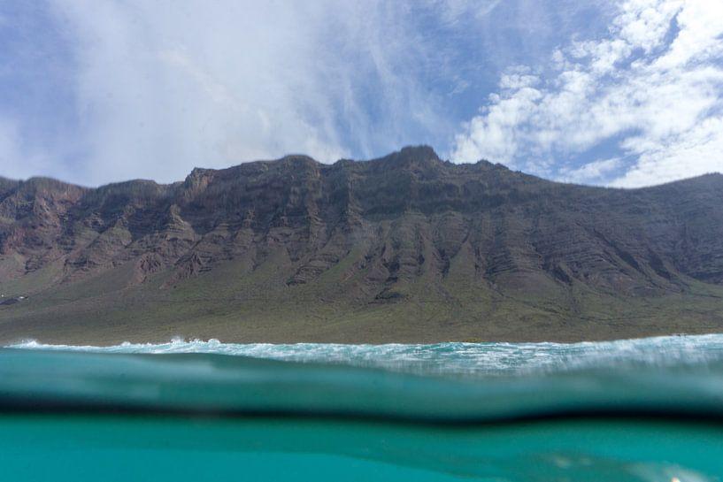 Cliffs van Famara van Tomas Grootveld