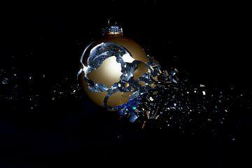 Knallende kerstbal van Rob Hansum