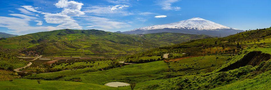 Sicilië, zicht op de Etna van Teun Ruijters