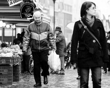 Man op de markt. von Benny van de Werfhorst