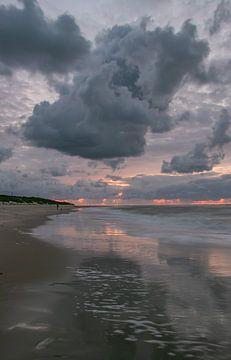 De beaux nuages au-dessus de la plage de Vlieland sur Arthur Puls Photography