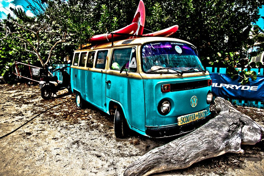 VW surfbus van Johnny van der Leelie