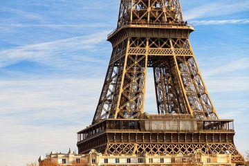 Eiffeltoren middenstuk in zonlicht