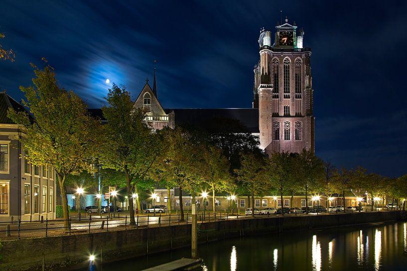 Grote Kerk Dordrecht in maanlicht van Anton de Zeeuw
