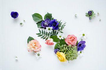 Bloemen boeket op wit van Nicole Schyns