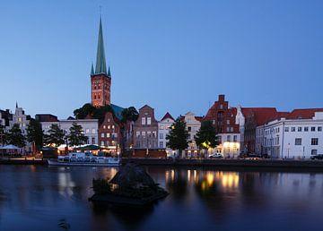 Petrikirche, Obertrave, Abenddämmerung, Altstadt, Lübeck, Deutschland