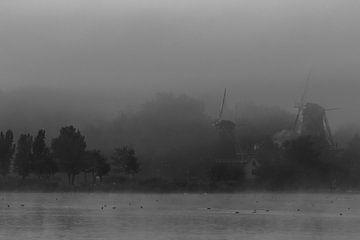 Molens in de mist von Peter Dane