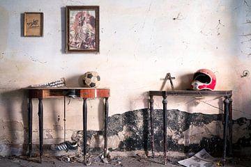 Abandon d'objets dans une habitation expirée. sur Roman Robroek