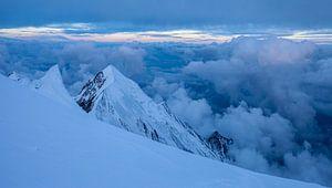 Berglandschap vanaf Dôme du Goûter, Mont Blanc, Frankrijk tijdens zonsopgang of zonsopkomst van