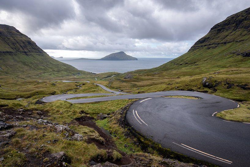 La route courbe des îles Féroé sur Robin van Maanen