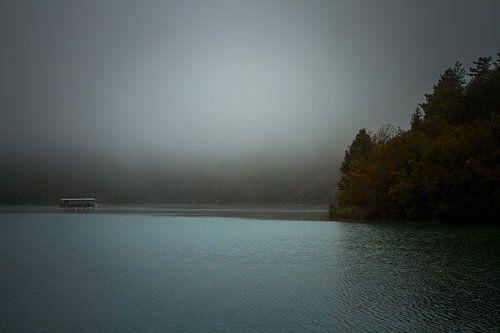 Bootje op de Plitvice meren van