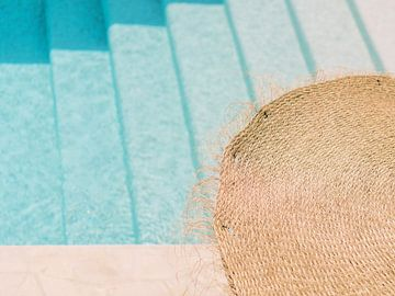 Urlaubsfeeling auf Ibiza - Eintauchen in den Pool_ von Youri Claessens