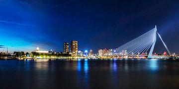 Rotterdam blue hour Skyline van