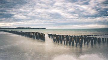 Long exposure van mosselpalen aan de Opaalkust in Frankrijk van Daan Duvillier