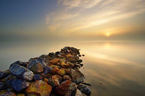 Golfbreker aan het IJsselmeer van