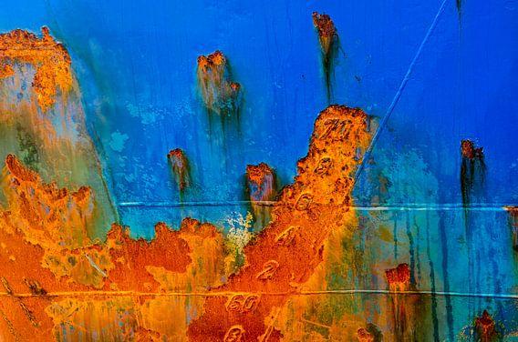 Scheepsromp in blauw en roestbruin
