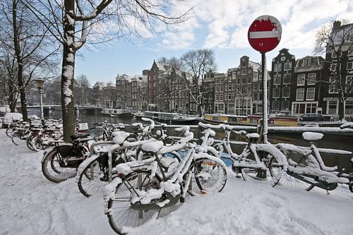 Besneeuwd Amsterdam in de winter in Nederland van