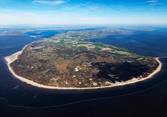 Overzicht van voormalig eiland Schouwen-Duiveland vanaf de Noordzee tussen Oosterschelde en Grevelin