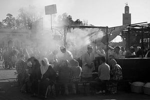 ´s Avonds bij een eettentje op het Djemaa el Fna van