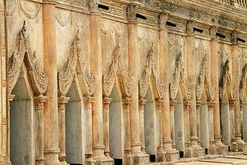 Tempelmuur in Myanmar van Gert-Jan Siesling