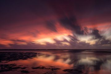 Atmospheric, abstract sunset sur Kim Bellen