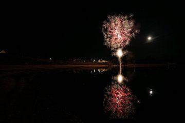 Vuurwerk met reflectie van Yorick Titulaer