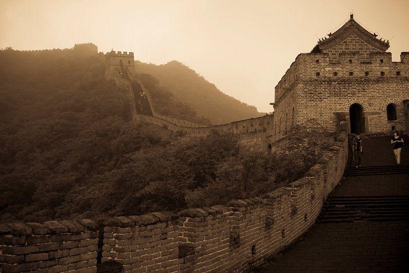 Misty wall of China van Mike van den Brink
