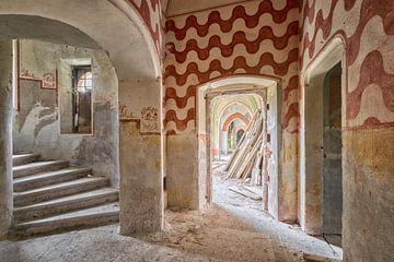 Lost Place - Hallway van Linda Lu