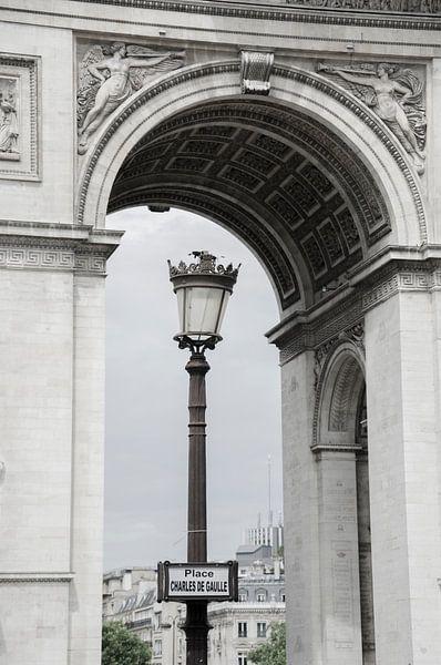 Onder de Arc de Triomphe van Sean Vos