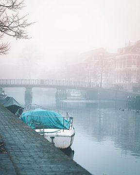 Boot in de mist van Mick van Hesteren